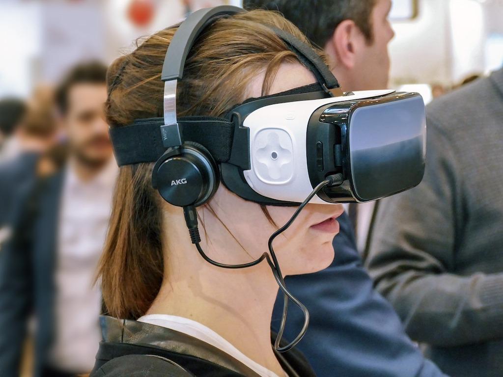 VR市場は今後どうなる!?VR元年から見えるVRの夜明け